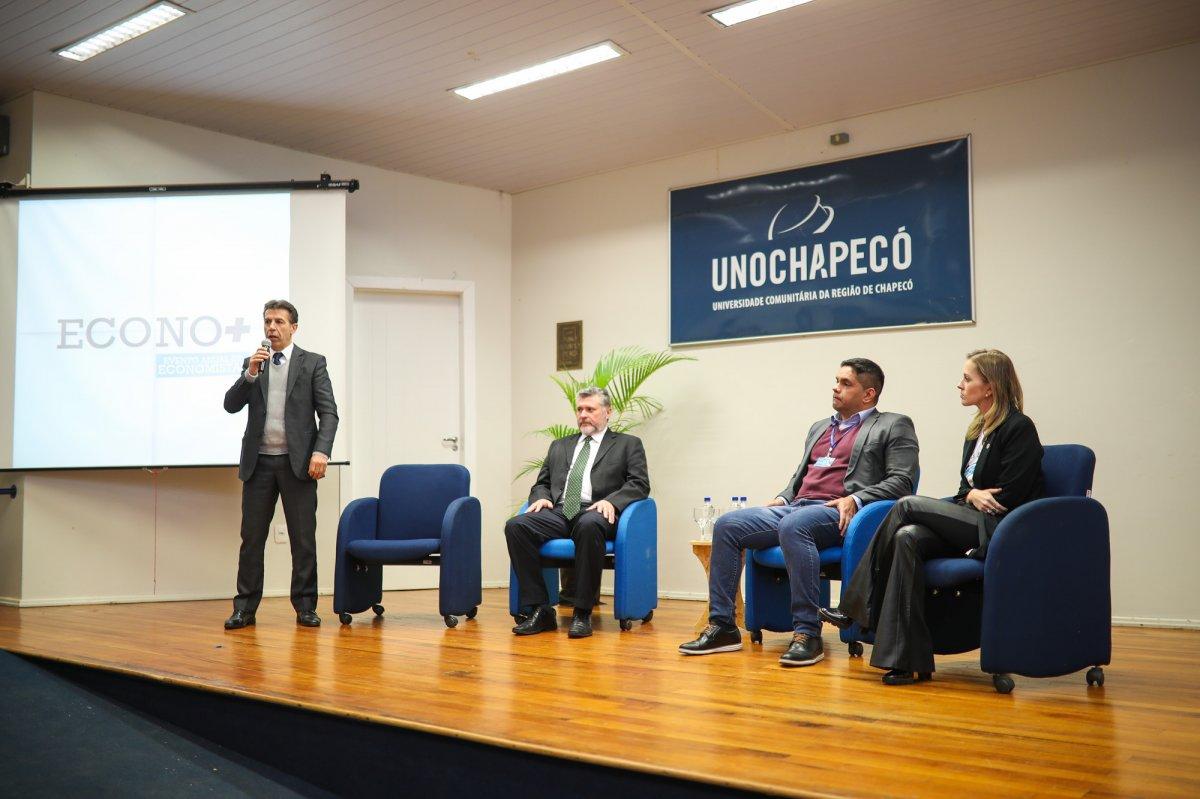 1º Econo+ reúne economistas e estudantes na Unochapecó - Corecon/SC