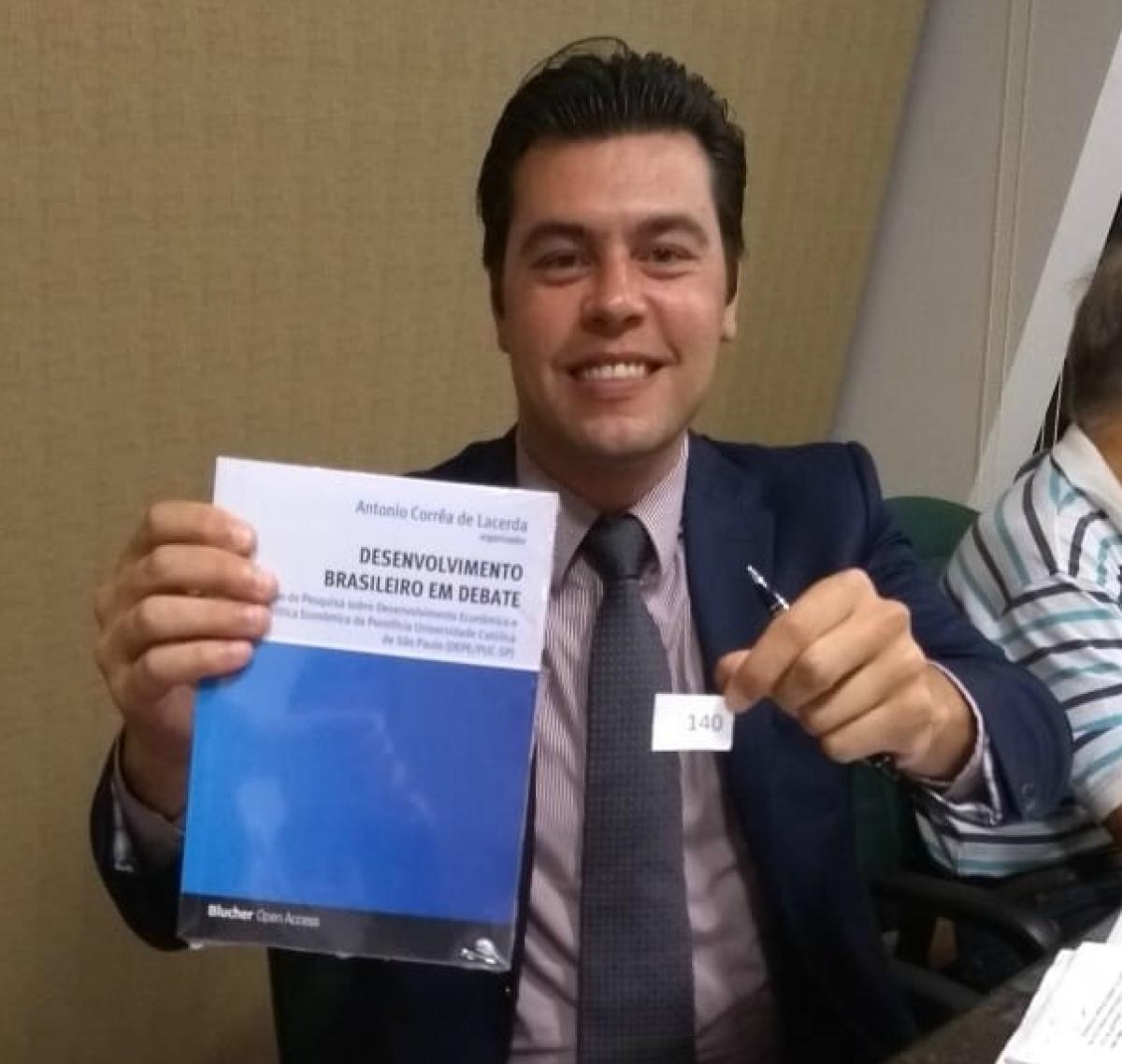 Vencedor do livro do mês é economista em Campo Alegre - Corecon/SC
